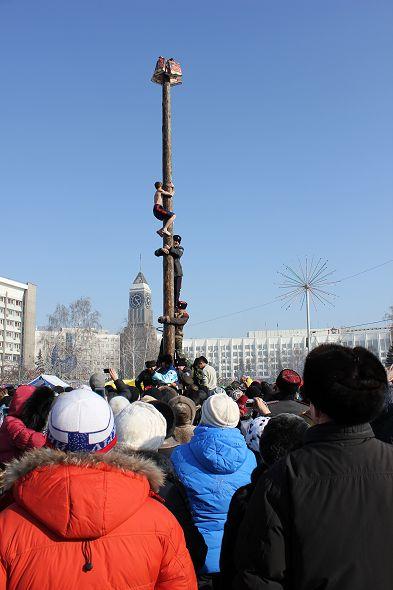 Масленичные гулянья на Театральной площади, Красноярск, 2012