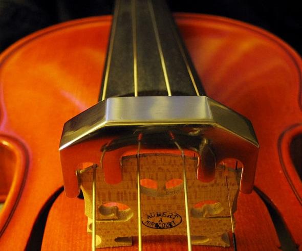 Violin_metallic_mute.jpg
